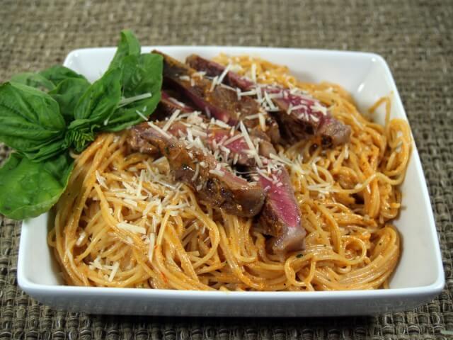 Red Pepper Pesto Sirloin and Pasta Recipe | CDKitchen.com