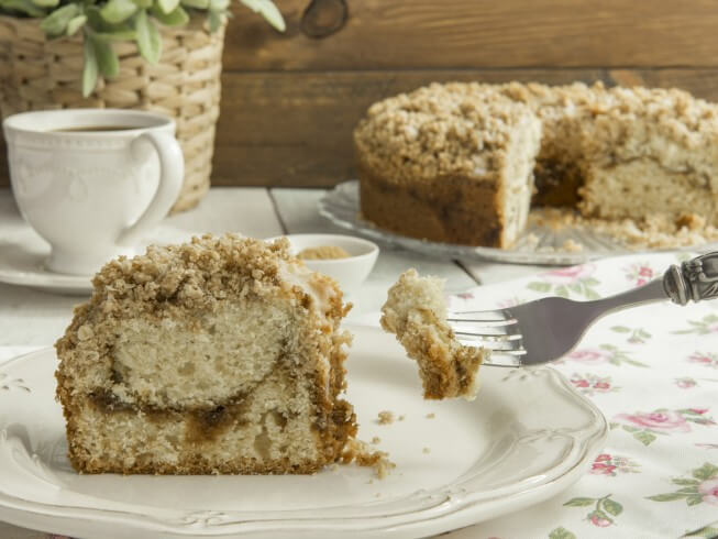 Corner Bakery Cinnamon Creme Cake Review