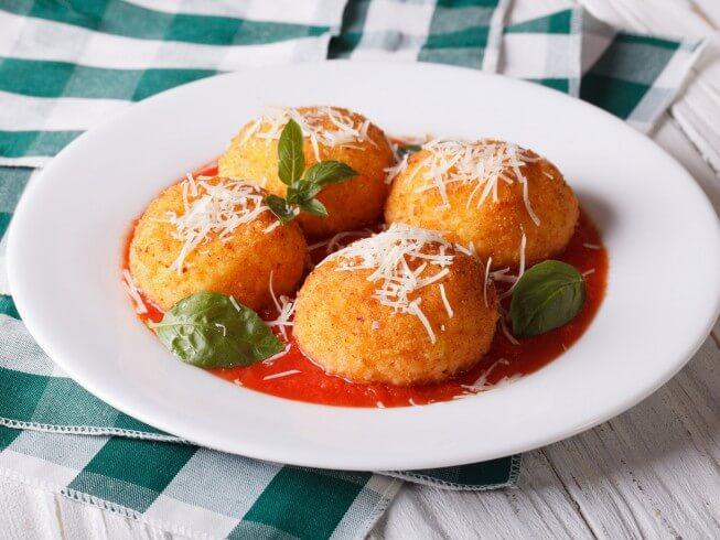 Arancini (Italian Stuffed Rice Balls)