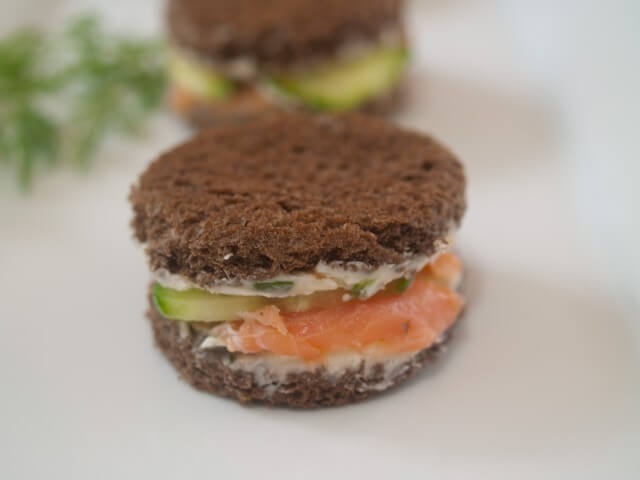 recipe for cucumber and smoked salmon sandwiches with horseradish butter