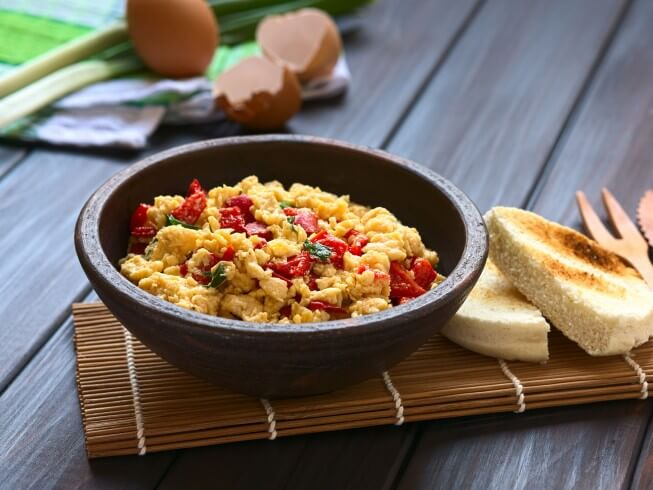 recipe for eggs scrambled with fresh bell peppers and onions